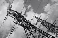 Elektro machtslijn pylones Stock Foto's