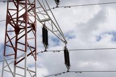 Elektro machtslijnen in hemel Royalty-vrije Stock Afbeelding