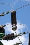 Elektro machtslijnen in hemel Royalty-vrije Stock Foto's