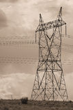 Elektro machtslijnen in hemel Royalty-vrije Stock Foto