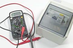 Elektro stroomonderbreker & van de multi-Meter meetapparaat stock foto