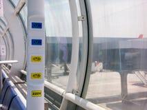 Elektroafzet in Braziliaanse luchthaven - 110V 220V - de luchthaven van Santos dumont Stock Foto