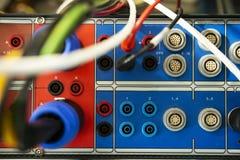Elektroapparaat om relaisbescherming op machts elektrische post te testen Onderhoudshulpmiddel Materiaal voor de terminals van te stock afbeeldingen