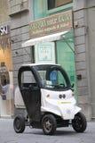 Elektroauto auf der Straße von Florenz lizenzfreie stockfotos