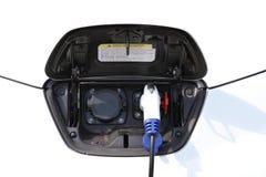 Elektroauto, das aufgeladen wird Lizenzfreie Stockbilder