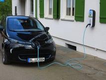 Elektroauto verstopft stockfotos