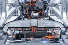 Elektroautolithium-batterie-Satz- und -stromanschlüsse Blau getont stockbild