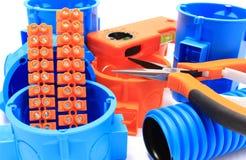 Elektrocomponenten voor gebruik in elektrische installaties Stock Foto's
