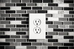 ElektrodieAfzet in een Moderne Keukenachtergrond wordt geplaatst Stock Fotografie