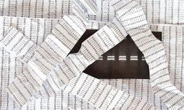 Elektroforesebeeld, verfrommelde DNA-opeenvolgingsachtergrond, verfrommelde DNA-opeenvolgingsstrepen stock afbeelding