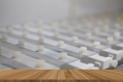 elektroforesekam & vorm met agarose gel stock afbeeldingen