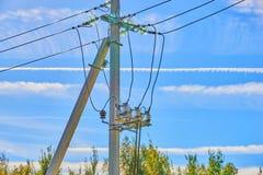 Elektrohoogspanningszekeringen stock afbeelding