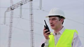 Elektroingenieur auf Standort stock video footage