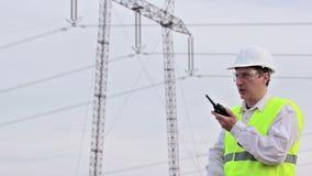 Elektroingenieur auf Standort stock footage