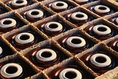Elektroisolatie in houten doos Stock Afbeeldingen