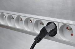 Elektrokoord met machtsstrook op grijze metaalachtergrond Royalty-vrije Stock Foto