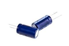 Elektrolytisk kondensator två i blått royaltyfria foton