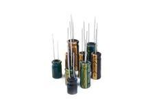 Elektrolytiska kondensatorer gräsplan, svart, guling arkivbilder