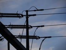 Elektromachtsnet in silhouet Stock Foto