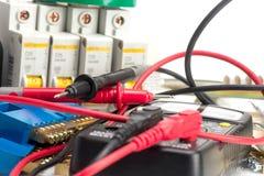 Elektromateriaal, schakelaars en klemmen voor draden stock fotografie