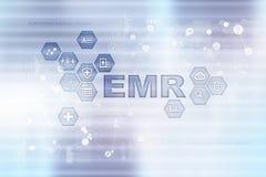 Elektroniczna dokumentacja medyczna ONA, EMR Medycyny i opieki zdrowotnej pojęcie Lekarz medycyny pracuje z nowożytnym komputerem obraz stock