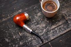 Elektroniczna drymba i filiżanka kawy obrazy stock