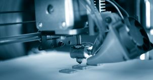 Elektroniczna trójwymiarowa plastikowa drukarka podczas pracy, 3D drukarka Obraz Royalty Free