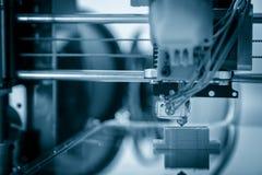 Elektroniczna trójwymiarowa plastikowa drukarka podczas pracy, 3D, drukuje Obrazy Royalty Free