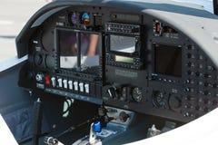 Elektronicznego lota instrumentu system dwa siedzeń lekki samolot AQUILA AT01-100 Obrazy Royalty Free