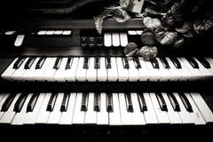 Elektroniczny fortepianowych klawiatur rocznik czarny i biały Zdjęcie Royalty Free