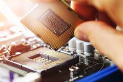 Elektroniczny inżynier informatyka Utrzymanie jednostki centralnej narzędzia komputerowy ulepszenie płyta główna składnik Kompute zdjęcie stock