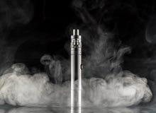 Elektroniczny papieros nad ciemnym tłem Fotografia Royalty Free
