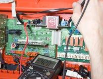 Elektronik. Ingenieur bei der Arbeit lizenzfreies stockfoto