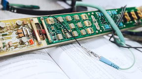 Elektronik reparerar avgiften Arkivbild