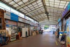 Elektronika remontowi sklepy przy Yongsan okręgiem w Seul mieście zdjęcie stock