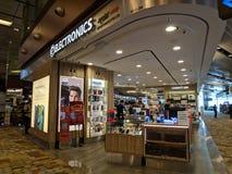 Elektronika sklep przy Changi lotniskiem fotografia royalty free