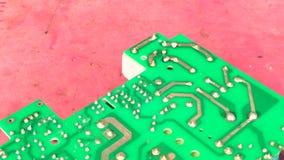 Elektronikatechnicus het solderen stock video
