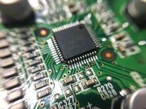 Elektroniken särar på motstånds- och chipteknologi för huvudsakligt bräde royaltyfria foton