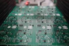 Elektronikledare och mikroströmkretsbräde royaltyfria foton