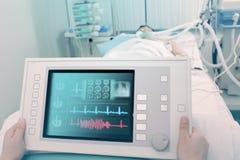 Elektronisch apparaat voor de behandeling en de diagnose van de patiënt stock afbeeldingen