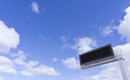 Elektronisch paneel & bewolkte hemel Stock Fotografie