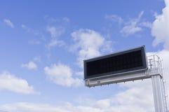 Elektronisch paneel. Bewolkte hemel Stock Fotografie