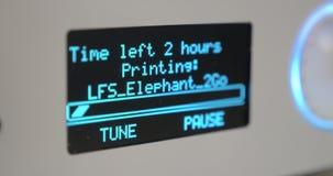 Elektronisch scorebord met aftelprocedure aan het eind van het werk van 3D printer stock videobeelden
