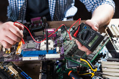 Elektronische Bauelemente der Computerhardware Diagnose lizenzfreie stockfotografie