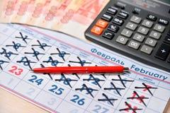 Elektronische calculator, rode pen, nota's van vijf duizend roebels, c Royalty-vrije Stock Afbeeldingen