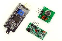 Elektronische componenten op een witte achtergrond stock fotografie