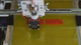 Elektronische driedimensionele plastic printer stock videobeelden