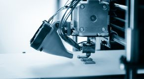 Elektronische driedimensionele plastic printer tijdens het werk, 3D printer, 3D druk Stock Afbeelding