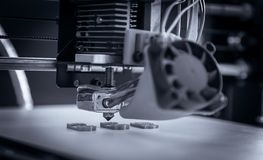 Elektronische driedimensionele plastic printer tijdens het werk, 3D, druk Stock Foto's