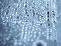 Elektronische Elemente auf einer Leiterplatte Stockfoto